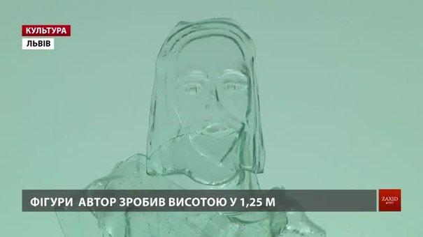 Львівський митець Андрій Бокотей зробив скляних Ісуса з апостолами висотою у 1,25 метр