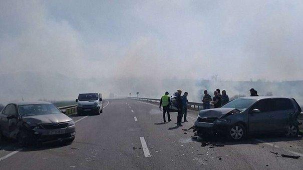 Через спалювання сухої трави на трасі Київ-Чоп сталася аварія
