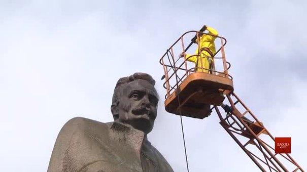 Пам'ятник Франку у Львові очистили від пилу та написів