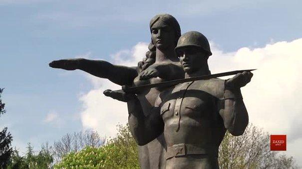 У Львові готуються демонтувати стелу Монумента слави