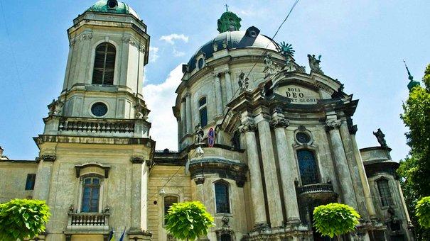 У Львові відреставрують дах і вікна Домініканського собору