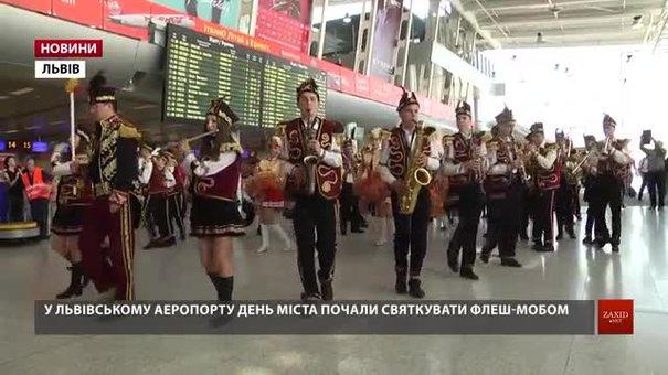 Музичним флешмобом в аеропорту львів'яни почали святкувати День міста