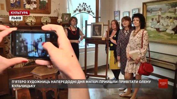 До Дня матері 5 львівських художниць відкрили виставку у домі своєї патронеси Олени Кульчицької