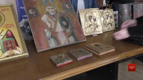 Конфісковані давні ікони львівські митники передали до музеїв України