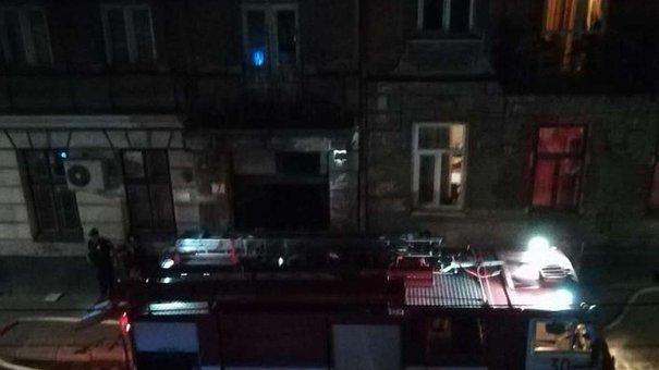 У Львові через пожежу у квартирі жінка отруїлась продуктами горіння
