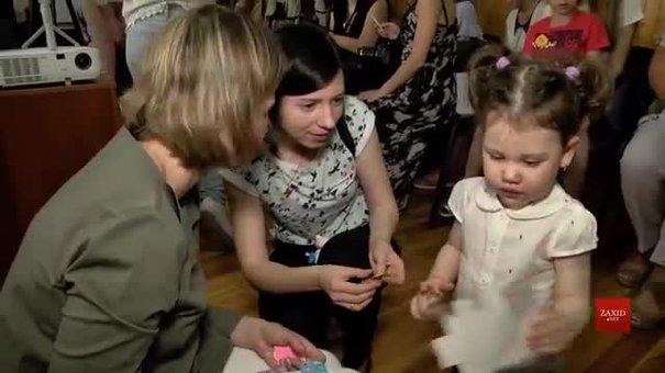 У Центр репродуктивного здоров'я привели дітей, які народилися завдяки допомозі медиків