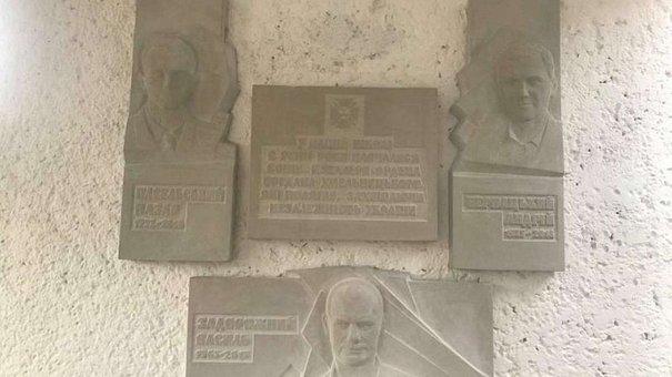 Біля львівської школи №54 відкрили меморіальну таблицю трьом загиблим бійцям