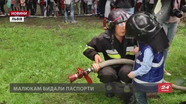 У Львові дітям дозволили «попрацювати» пожежниками і медиками