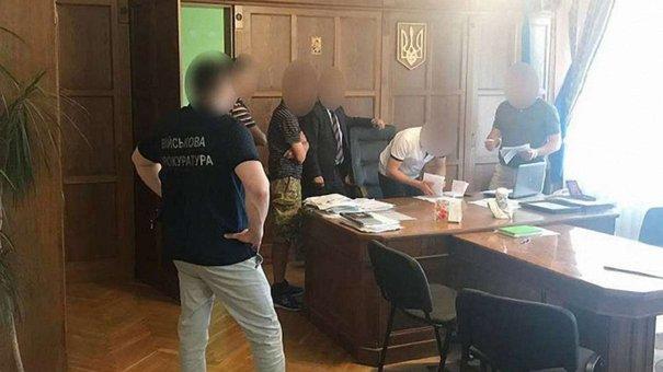 Голова Старосамбірської РДА вимагав $1,5 тис. хабара за працевлаштування