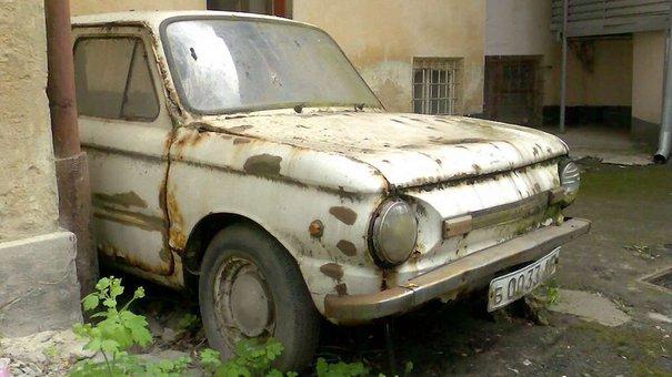 Мерія вирішила прибрати з вулиць Львова покинуті автомобілі
