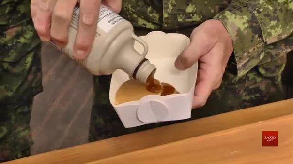 Канадські військові пригощають львів'ян млинцями на площі Ринок