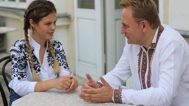 Мер Львова зустрівся за кавою з 16-річною винахідницею Соломією Леньо