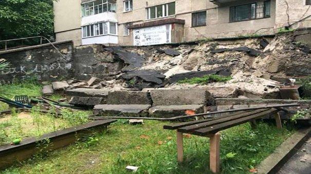 На ремонт підпірної стіни на вул. Сахарова у Львові з резервного фонду виділили понад ₴500 тис.