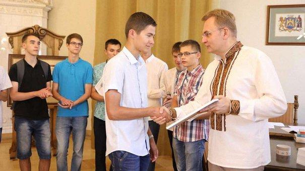 Львівські випускники із найвищими балами з ЗНО отримали грошові премії