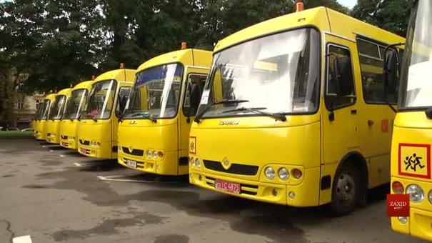Для шкіл Львівщини передали 36 нових автобусів