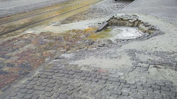 На вул. Мечникова у Львові вп'яте від початку року тріснув водопровід