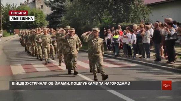 На центральній площі Яворова зустріли майже чотири тисячі бійців 24-ї механізованої бригади