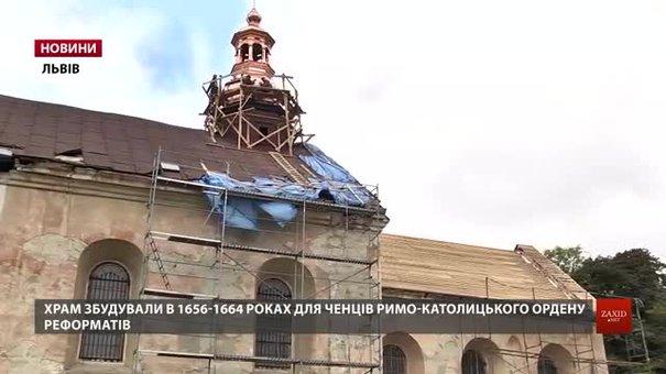 У Львові оновлюють дах майже 400-річного храму
