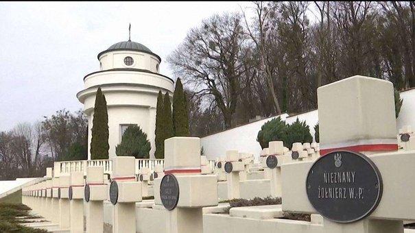 На Личаківському цвинтарі затримали трьох польських студентів, що намагались підпалити фаєри