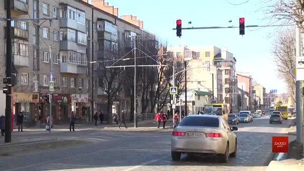 Мешканці вул. Личаківської вимагають забрати зупинку громадського транспорту з проїжджої частини