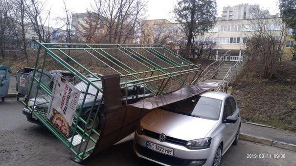 Наслідки шквального вітру у Львові