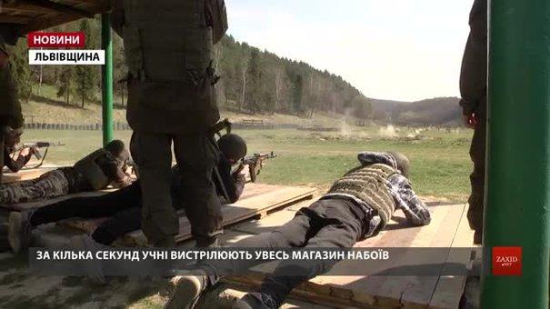 Львівські школярі вчились стріляти на полігоні