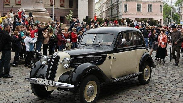 Центром Львова пройшов святковий парад до Дня міста