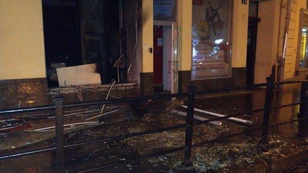 У центрі Львова підпалили відділення «Альфа-Банку»