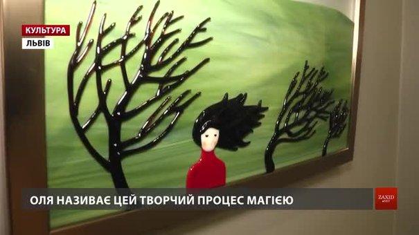 Львівська художниця Ольга Турецька показала «Літні історії» у склі