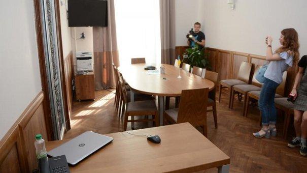 У львівській Ратуші зустрічі чиновників і відвідувачів відбуватимуться під відеонаглядом