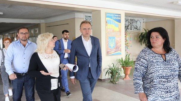 Львів профінансує будівництво шкільного спортзалу та реконструкцію басейну у Винниках