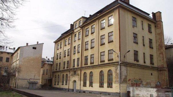 Львівські депутати вдруге відмовились викупити приміщення для Центру опіки сиріт