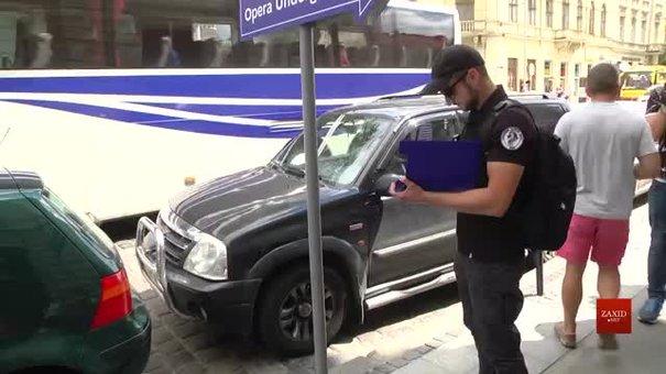 Львівські інспектори з паркування провели майстер-клас з відлову порушників