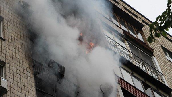 Через пожежу в п'ятиповерхівці 73-річний львів'янин потрапив у лікарню