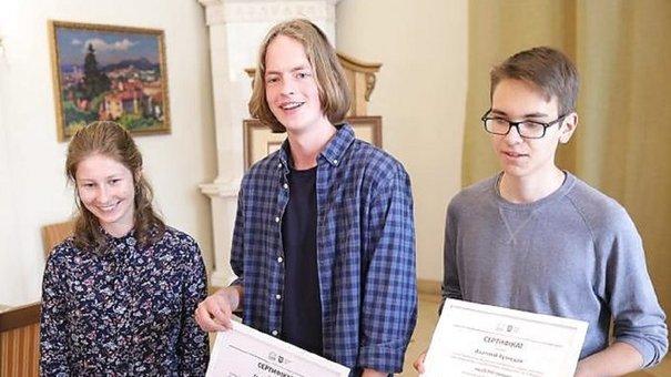 За перемогу на міжнародній олімпіаді з хімії троє львів'ян отримали по 10 тис. грн від міста