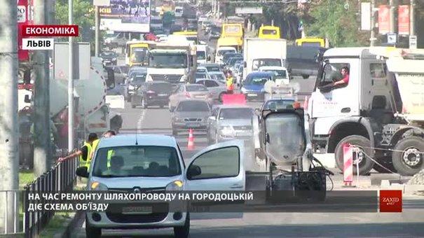 Після трьох років експлуатації шляхопроводу на Городоцькій покладуть фінальний шар асфальту