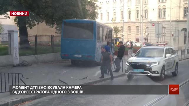 Поліцейські розповіли деталі ДТП на Городоцькій за участі автобуса