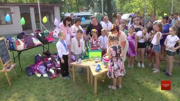 У Львові потребуючим дітям роздали шкільне приладдя