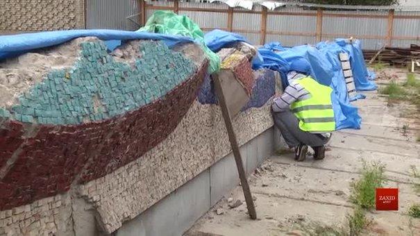 У Львові почали відновлювати мозаїку колишнього магазину «Океан»