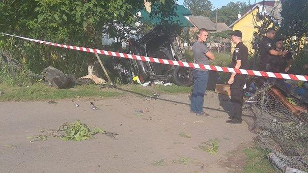 На трасі Львів-Шегині водій позашляховика збив велосипедиста та двох пішоходів і розбився сам