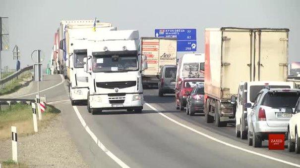 На об'їзній дорозі Львова водії фур влаштували мирну акцію протесту
