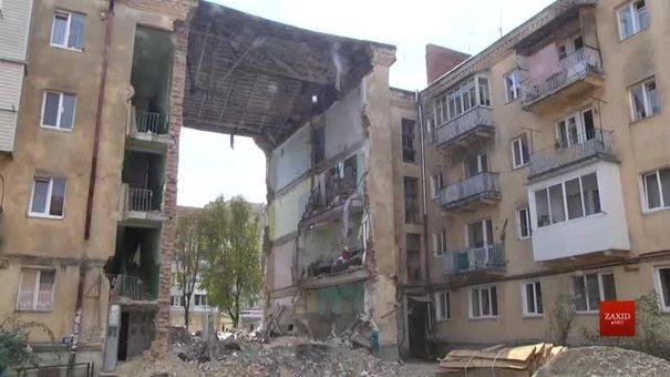 У вцілілих під'їздах обваленого у Дрогобичі будинку з'явилися нові тріщини