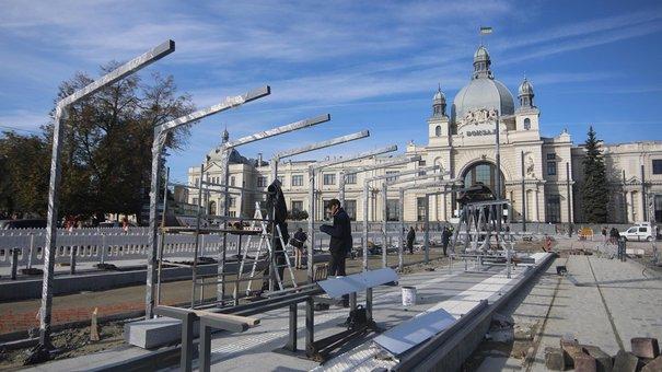 Частину площі Двірцевої у Львові відкриють у листопаді