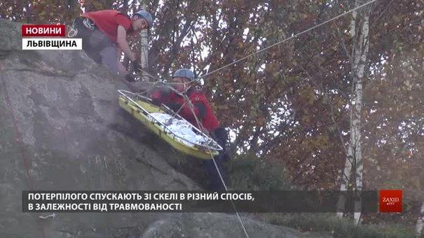 На Львівщині надзвичайники показали порятунок людей в гірській місцевості