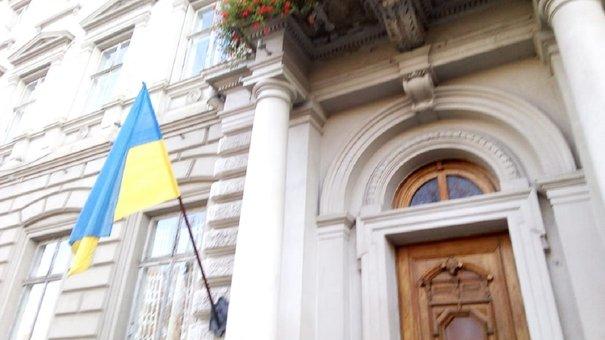 Над входом у будівлю Львівської облради і ЛОДА обвалився балкон
