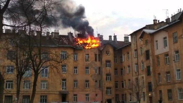 На вул. Городоцькій виникла пожежа в мансарді житлового будинку