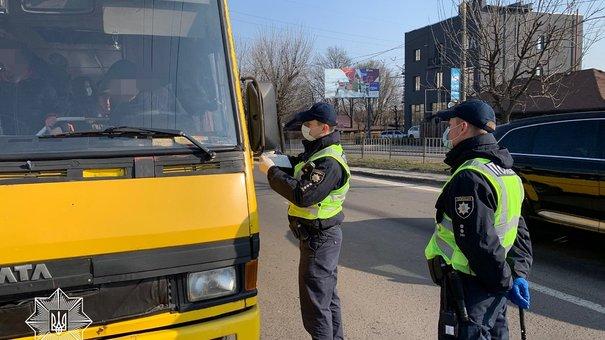 Львівська поліція почала штрафувати перевізників за порушення умов карантину