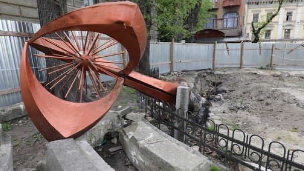 У четвер підрядник продовжить реконструкцію львівського фонтана «Кульбаба»