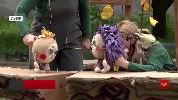 Театр ляльок поставив у львівських двориках виставу про Колобка