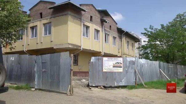 У приміщенні колишнього ресторану в Рясному-1 завершують будівництво нової амбулаторії